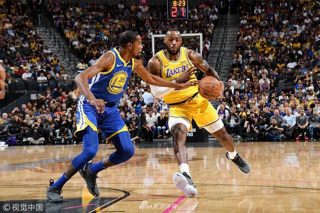 Tất cả quỳ xuống, LeBron James lên tiếng với cú buzzer-beater vào lưới Golden State Warriors gần giữa sân - Ảnh 1.