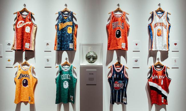 Mê mẩn với bộ sưu tập áo đấu BAPE x NBA cực ngầu từ A Bathing Ape - Ảnh 2.