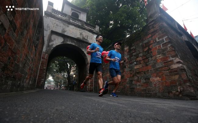 Phạm Thị Huệ vô địch trong lần đầu chạy marathon ở giải chạy di sản Hà Nội - Ảnh 10.