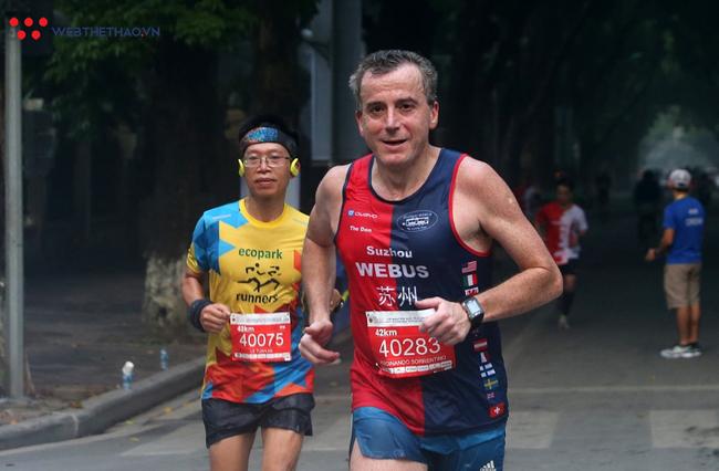 Phạm Thị Huệ vô địch trong lần đầu chạy marathon ở giải chạy di sản Hà Nội - Ảnh 6.