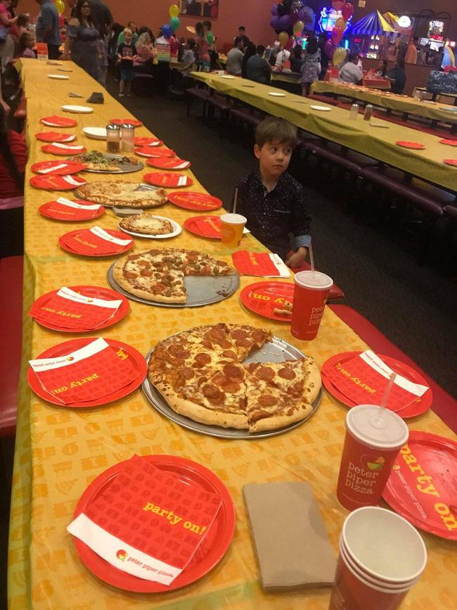 Bị bỏ rơi trong ngày sinh nhật, cậu bé 6 tuổi được người hùng Phoenix Suns giải cứu: NBA tuyệt vời thế này đây! - Ảnh 1.