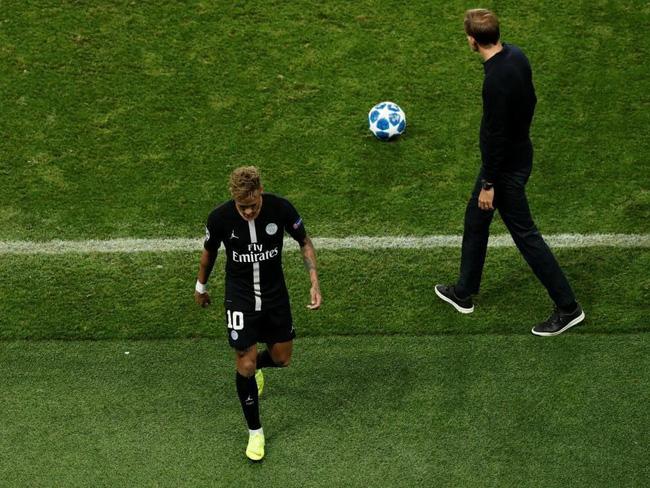 Nổi giận đùng đùng vì bị Cavani... phạm lỗi, Neymar từ chối bắt tay HLV trưởng sau trận hòa với Napoli - Ảnh 2.