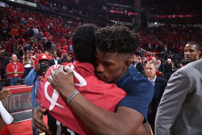Luật NBA khiến Houston Rockets khó lòng dùng kế 4 đổi 1 để chiếm Jimmy Butler - Ảnh 1.