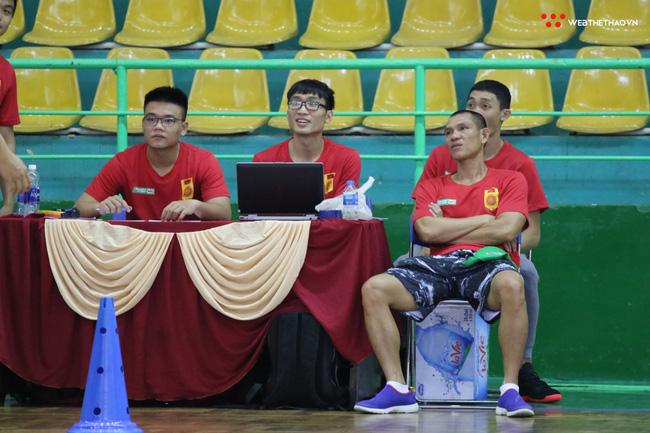 Ngày hội tuyển chọn vận động viên bóng rổ TP HCM: Sao VBA tất bật truyền lửa cho thế hệ đàn em - Ảnh 12.