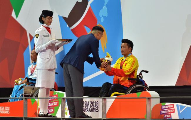 Kình ngư Nguyễn Thành Trung giành HCV đầu tiên ở Asian Para Games 2018 - Ảnh 2.