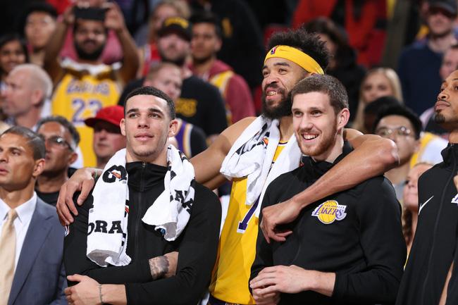 LeBron James sẵn sàng hy sinh mọi thứ để phát triển dàn cầu thủ trẻ của Los Angeles Lakers - Ảnh 2.