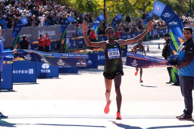 Chẳng cần Nike Vaporfly 4%, Keitany vẫn chiến thắng New York City Marathon vẻ vang - Ảnh 9.
