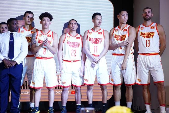 Soi mẫu áo thi đấu mới toanh đến từ Bỉ của Saigon Heat tại ABL 9 - Ảnh 6.