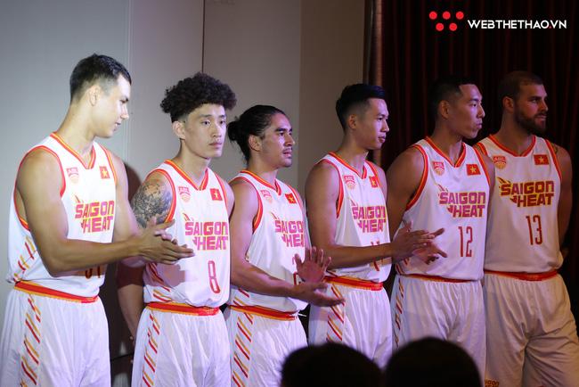 Soi mẫu áo thi đấu mới toanh đến từ Bỉ của Saigon Heat tại ABL 9 - Ảnh 1.