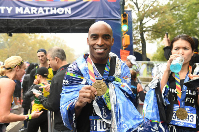 New York City Marathon: Đầu bếp, diễn viên nổi tiếng chạy nhanh không kém VĐV chuyên nghiệp - Ảnh 7.