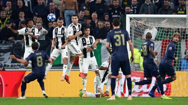 Đây là lý do Jose Mourinho vênh mặt ăn mừng trêu ngươi CĐV Juventus - Ảnh 3.