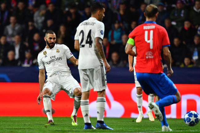 Cột mốc mới của Benzema - Bale, kỷ lục cho HLV Solari và top 5 điểm nhấn trận Viktoria Plzen - Real Madrid - Ảnh 1.