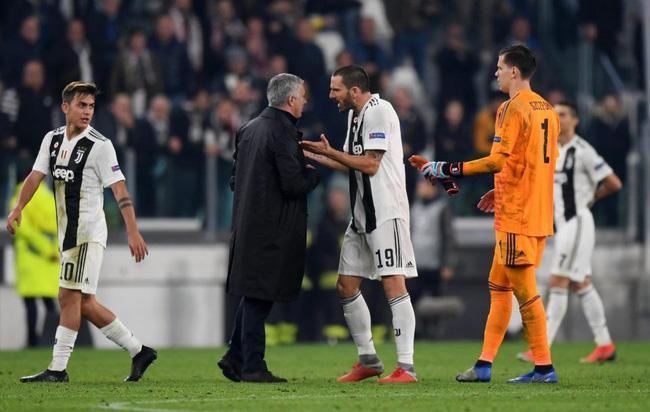Mourinho lại ăn mừng màn ngược dòng của Man Utd đầy khiêu khích, khiến CĐV và cầu thủ Juventus nổi đoá - Ảnh 4.
