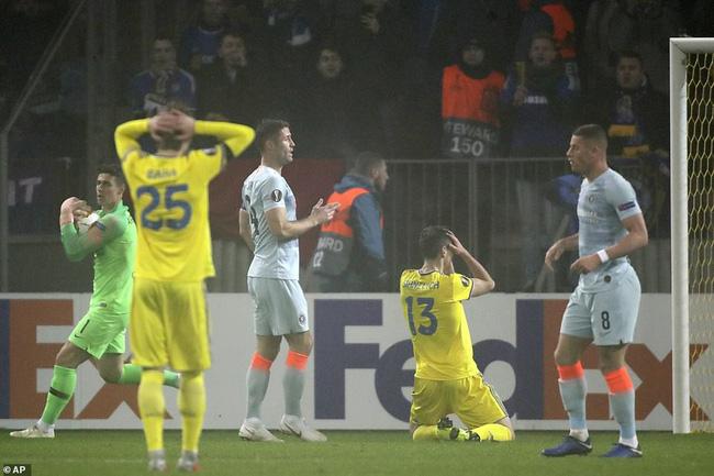 HLV Sarri chỉ ra điều hài lòng duy nhất sau thắng lợi may mắn, nhắn gửi thông điệp lạ tới Giroud - Ảnh 3.
