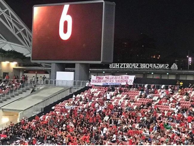 Phải chăng CĐV troll quá tay, Indonesia thua sấp mặt trước Singapore ở ngày ra quân AFF  Cup 2018? - Ảnh 2.
