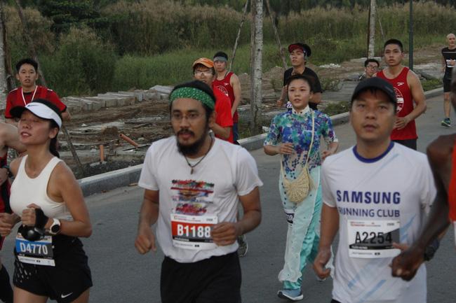 Cosplay chạy giải marathon ở Sài Gòn: Từ Ninja Lead đến Hoa hướng dương tặng bệnh nhi ung thư - Ảnh 9.