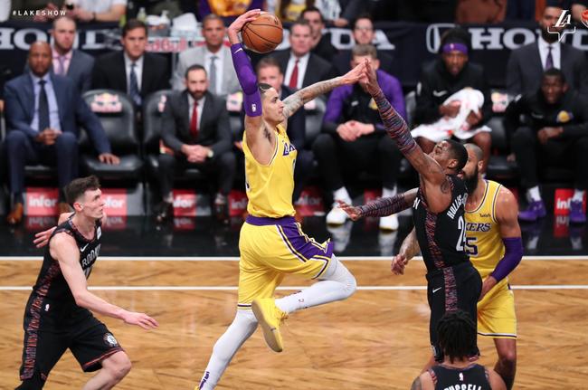Choáng váng khi nhìn vào tỷ lệ ném phạt của LeBron James cùng Los Angeles Lakers mùa này - Ảnh 1.