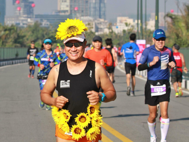 Cosplay chạy giải marathon ở Sài Gòn: Từ Ninja Lead đến Hoa hướng dương tặng bệnh nhi ung thư - Ảnh 5.