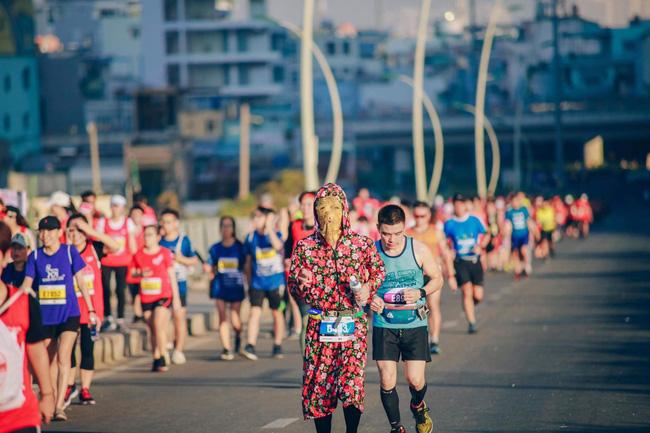 Cosplay chạy giải marathon ở Sài Gòn: Từ Ninja Lead đến Hoa hướng dương tặng bệnh nhi ung thư - Ảnh 6.