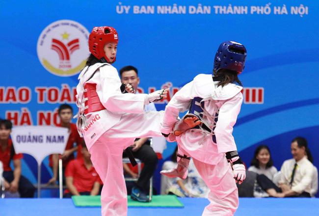 Taekwondo ĐH8: Hồ Thị Kim Ngân đại chiến Trương Thị Kim Tuyền nghẹt thở - Ảnh 2.