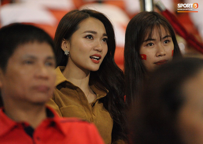 Tâm thư đẫm nước mắt của bạn gái cầu thủ Tiến Linh khi ĐT Việt Nam vào chung kết AFF Cup 2018 - Ảnh 4.