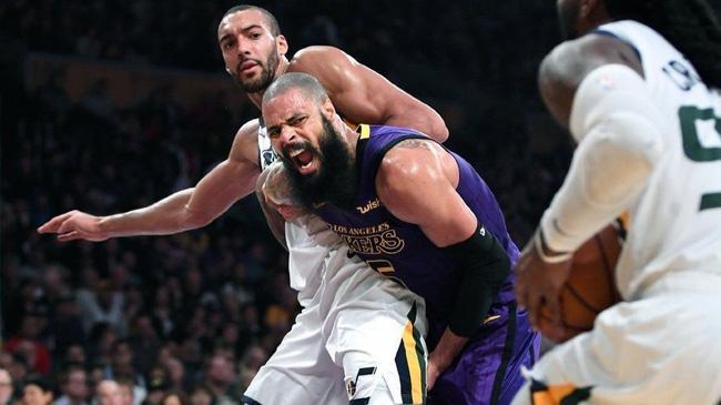 Tyson Chandler phẫn nộ khi người ta bảo không ai chơi với LeBron James - Ảnh 1.