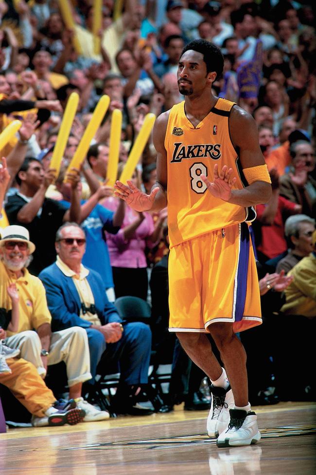 Nhìn lại những mẫu giày quan trọng nhất trong sự nghiệp của Kobe Bryant - Ảnh 3.