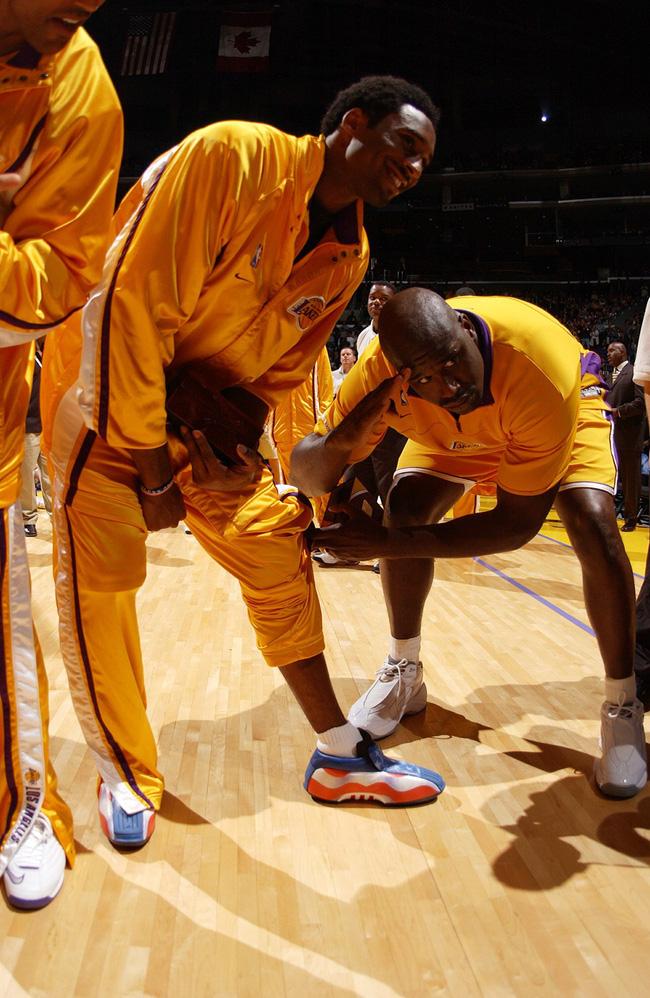 Nhìn lại những mẫu giày quan trọng nhất trong sự nghiệp của Kobe Bryant - Ảnh 4.