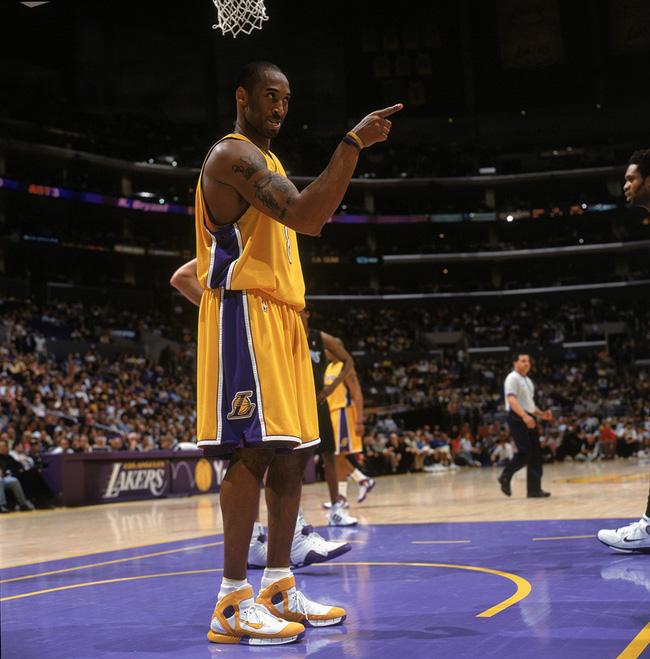 Nhìn lại những mẫu giày quan trọng nhất trong sự nghiệp của Kobe Bryant - Ảnh 6.