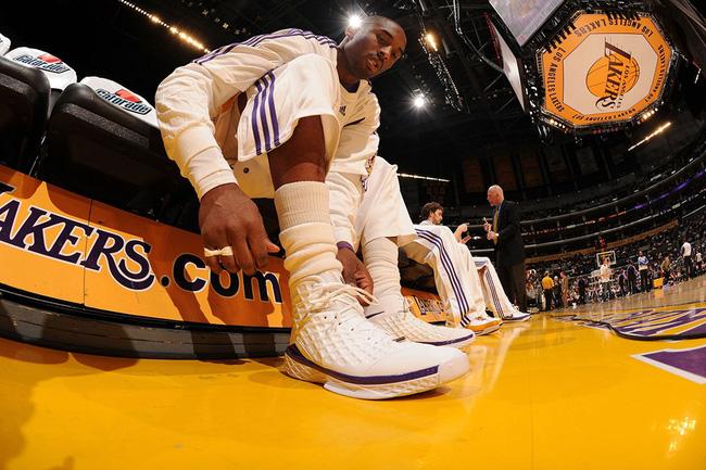 Nhìn lại những mẫu giày quan trọng nhất trong sự nghiệp của Kobe Bryant - Ảnh 8.