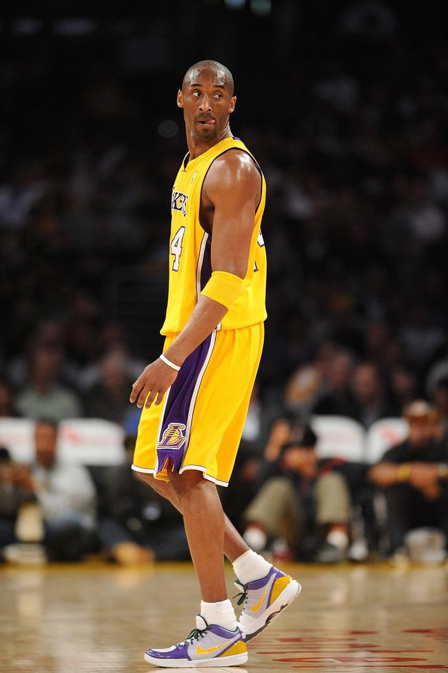 Nhìn lại những mẫu giày quan trọng nhất trong sự nghiệp của Kobe Bryant - Ảnh 9.