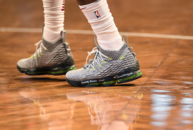 Giày của đức vua: Nhìn lại 15 mẫu Nike LeBron 15 đỉnh nhất mùa giải 2017-18 - Ảnh 8.
