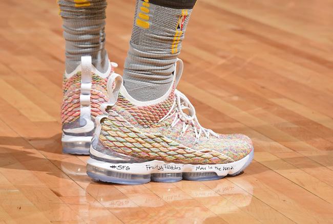 Giày của đức vua: Nhìn lại 15 mẫu Nike LeBron 15 đỉnh nhất mùa giải 2017-18 - Ảnh 5.