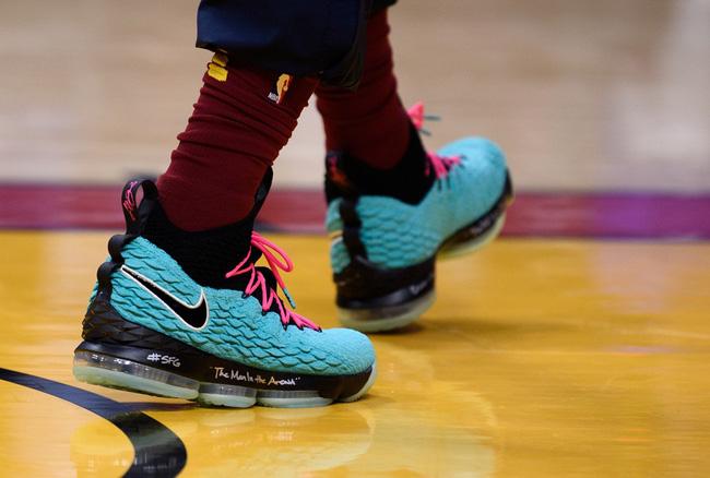 Giày của đức vua: Nhìn lại 15 mẫu Nike LeBron 15 đỉnh nhất mùa giải 2017-18 - Ảnh 6.