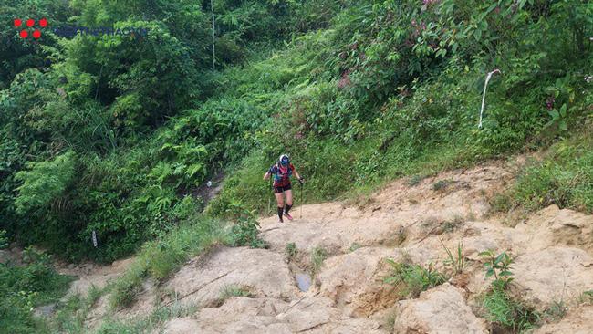 24 tiếng trải nghiệm sống sót 100km vượt núi rừng tại Vietnam Mountain Marathon 2018  - Ảnh 20.