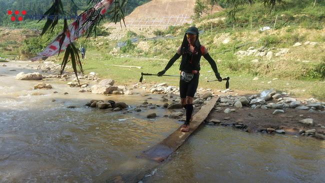 24 tiếng trải nghiệm sống sót 100km vượt núi rừng tại Vietnam Mountain Marathon 2018  - Ảnh 40.