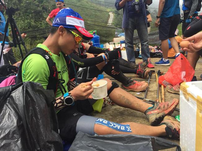 24 tiếng trải nghiệm sống sót 100km vượt núi rừng tại Vietnam Mountain Marathon 2018  - Ảnh 36.
