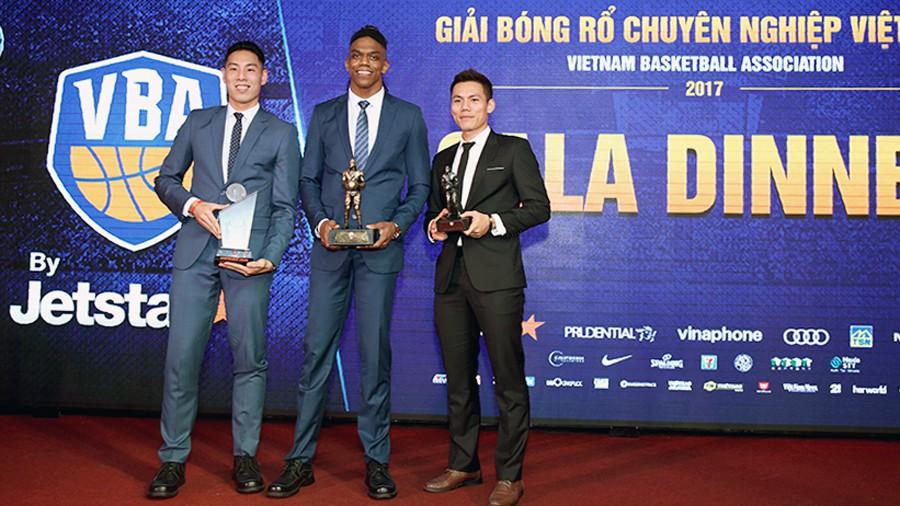 """Việt Arnold và Tâm Đinh sẽ lại có cơ hội """"trash-talk"""" với nhau trong lượt trận Playoffs tới. Ảnh: Việt Long."""