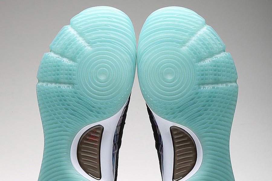 Một phối màu khác của Air Jordan 31 trong bộ sưu tập của Tâm Đinh. Ảnh: Việt Long