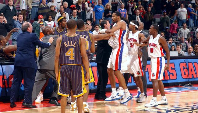 Vui thôi đừng vui quá, thích lao vào đấm nhau như vậy thì đừng chơi bóng rổ - Ảnh 3.