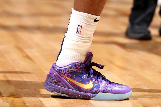 Top những đôi giày bóng rổ đẹp và độc nhất trong tuần mở màn NBA 2018-19 - Ảnh 11.