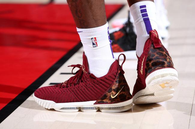 Top những đôi giày bóng rổ đẹp và độc nhất trong tuần mở màn NBA 2018-19 - Ảnh 5.