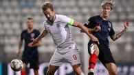 Hy hữu trận Anh gặp Croatia phải tạm dừng vì Harry Kane sút rách lưới