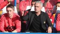 Mourinho trách trọng tài cho bù giờ quá nhiều, Sarri xin lỗi hộ trợ lý