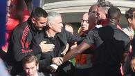 Bị trợ lý HLV Sarri khiêu khích, Mourinho nổi đoá định tái hiện hình ảnh tay đấm Khabib lao vào đội McGregor