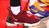 Sự thật đằng sau đôi giày màu Cavaliers của LeBron James trong ngày ra mắt Los Angeles Lakers