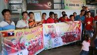 Chùm ảnh: Kiều bào Việt Nam tại Lào sẵn sàng tiếp lửa cho HLV Park Hang Seo và các học trò