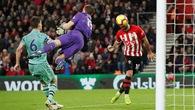 Kỷ lục đánh đầu, Arsenal kết thúc chuỗi bất bại và 5 điểm nhấn từ trận gặp Southampton