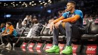 Russell Westbrook lý giải vì sao anh liên tục tặng giày thi đấu cho người hâm mộ trong hơn 10 ngày qua