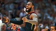 """Ngoài """"ông vua bóng rổ đơn nam"""", hãy gọi LeBron James là """"vua thoát hiểm"""" của NBA"""